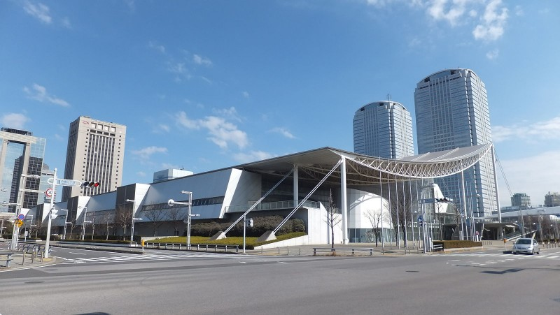 View_of_Makuhari-Messe_from_Nakase_2-chome_crossing